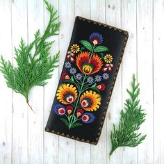 Online shopping for Eco-friendly, ethically made Bohemian style Polish flora vegan flat wallet by LAVISHY for women. A wonderful gift idea for her! Travel Accessories, Fashion Accessories, Bohemian Style, Vegan Leather, Online Shopping, Flora, Cool Style, Eco Friendly, Coin Purse