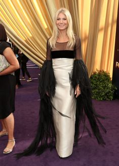 Gwyneth Paltrow wore vintage Valentino for the Emmys- HarpersBAZAARUK Gwyneth Paltrow, Zoe Kazan, Celebrity Red Carpet, Celebrity Dresses, Celebrity Style, Margaret Qualley, Rachel Brosnahan, Kendall Jenner, Red Carpet Dresses