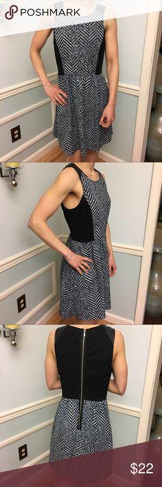 "▪️Kensie black & white dress▪️ ▪️Kensie black & white dress▪️with silver zipper down the back of dress as shown. Has black lining. Comfortable and flattering fit. Model is 5'4"", waist 27, bust 32B. Kensie Dresses"
