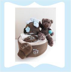 """Gâteau de couches """"Un ours en hiver"""" avec peluche ours et un ensemble bonnet, écharpe, moufles Diaper cake teddy bear lababyshowerdemaman.fr"""