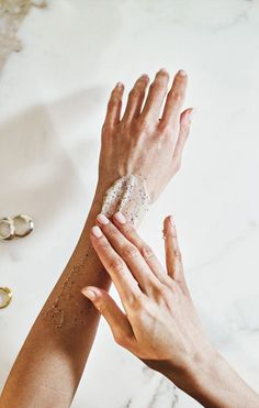 This award-winning hand scrub is your go-to for hydrating hands. Made to quench even the most arid of skin, this shea-butter intense formula easily restores bounce. Dead cells and debris are swept away by natural exfoliants. Meanwhile a fragrant mix Hair And Beauty, Beauty Skin, Face Beauty, Hand Scrub, Body Scrub, Natural Beauty Tips, Natural Skin Care, Organic Beauty, Beauty Care