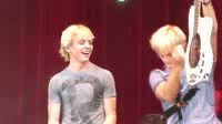 Riker.... Ross dancing.....then Rocky headbanging like theres no tomorrow!