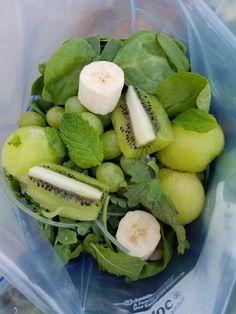 Green Goddess Smoothies Prep Bags http://cleanfoodcrush.com/green-goddess-smoothies/