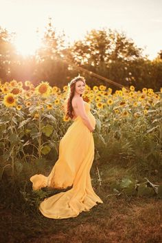 I would love a sunflower field like this in the garden this year! – Şeyma Akalan I would love a sunflower field like this in the garden this year! I would love a sunflower field like this in the garden this year! Maternity Photography Poses, Maternity Poses, Maternity Pictures, Baby Pictures, Family Photography, Summer Maternity Photos, Photography Ideas, Sunflower Photography, Sibling Poses