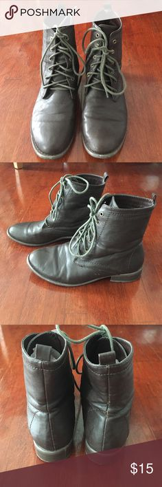 Forever 21 Combat Boots Size 6 These faux leather dark brown combat boots are perfect for your fall wardrobe! They have been worn a few times but are still in good condition. Forever 21 Shoes Ankle Boots & Booties