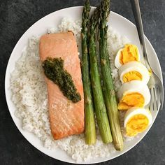 www.sizzlefish.com  Salmon for breakfast. Salmon for lunch. Salmon for dinner. It's perfect any time of day! via @fitchick428 _ Head to our website: www.sizzlefish.com to order your perfectly portioned fish and shellfish today! Don't forget! Free shipping on all orders! . .
