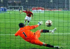Anderson of Manchester United scores his penalty vs Chelsea in the 2008 European Cup Final.