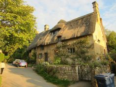 Here are 10 drool-making Cotwolds cottages. The Cotswolds region is probably the most 'English' area in the UK. Cottage Living, Cozy Cottage, Country Living, Cotswold Way, English Country Cottages, History Of England, England Ireland, British Countryside, Thatched Roof