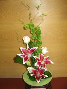 japanese floral arrangements | An intro to Ikebana - traditional Japanese flower arrangement.
