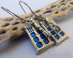 ♥♥♥ Listing ♥♥♥ The Doctor is in, Doctor Who that is! Great earrings for fans of the show. Comes with special Tardis and Sonic Screwdr