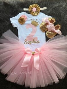 Pink and gold party /little girl / tutu outfit/girl birthday outfit / 1st Birthday Party For Girls, 1st Birthday Princess, Ballerina Birthday, Birthday Party Outfits, Minnie Birthday, Birthday Party Decorations, Little Girl Tutu, Tutus For Girls, Gold Party