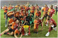Galatasaray Türkiye kupası koleksiyonuna bir yenisini daha ekledi Kötü sezon geçiren aslanlar, ezeli rakipleri ebedi dostları Fenerbahçe'yi Lukas Podolski'nin attığı gol ile 1 -0 yenmeyi başardı. Galatasaray - Fe..
