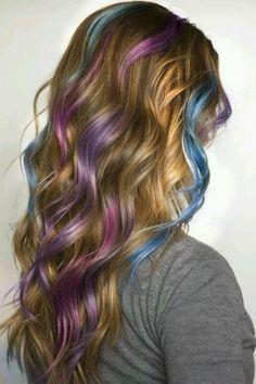 I like the different colored highlights all throughout the hair!!!! <3