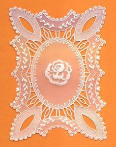carte d'après P M (proj Coco Photo, Parchment Craft, 6 Photos, Craft Patterns, Diy Cards, Wood Carving, Sculptures, Creations, Paper Crafts