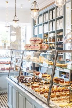 Bakery display cases design cake shop patisserie coffee countertop ideas for sale used refrigerated cas . Bakery Cafe, Bakery Store, Bakery Design, Cafe Design, Restaurant Design, Patisserie Design, Bakery Interior, Pastry Shop Interior, Cake Shop Interior