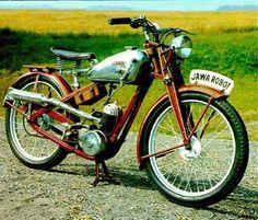 Vintage Horse, Vintage Bikes, Vintage Motorcycles, Cars And Motorcycles, Retro Motorcycle, Motorcycle Engine, Motorcycle Style, Moto Jawa, Moto Bike