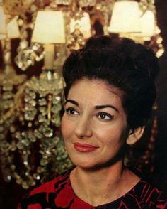EVGENIA GL Maria Callas, for the cover of her Rossini & Donizetti Arias disc. Maria Callas, Divas, Nelly Furtado, Beautiful Old Woman, Opera Singers, Opera Music, Iconic Women, Famous Faces, Classical Music
