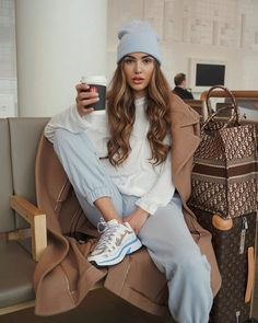 airport style Negin Mirsalehi Airport Style in a Grey Baggy Sweatpants Travelling To, Autumn Winter Mode Outfits, Casual Outfits, Fashion Outfits, Travel Outfits, Comfy Travel Outfit, Picnic Outfits, Teen Outfits, Vacation Outfits, Fashion Weeks