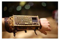 スマホの普及で大きく様変わりしたキー入力。お気に入りのキーボードなんて話題になりにくいと思ったりもしますが、このBluetoot...