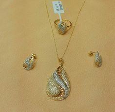 . Pakistani Jewelry, Indian Wedding Jewelry, Indian Jewelry, Bridal Jewelry, Jewelry Art, Antique Jewelry, Gold Jewelry, Jewelery, Jewelry Design