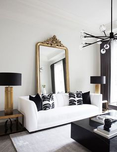 Gold black and white glam condo apartment, featuring a white leather sofa and a vintage gold floor mirror in the back. Loving the solid square black marble coffee table! Cozy Living Rooms, Living Room Interior, Living Room Decor, Interior Livingroom, Interior Dorado, White Leather Sofas, White Sofas, Design Salon, Hall Design