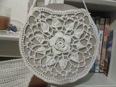 Crochet purse by Donna Crochet Art, Thread Crochet, Crochet Doilies, Crochet Flowers, Crochet Ideas, Crochet Projects, Crochet Patterns, Crochet Handbags, Crochet Purses