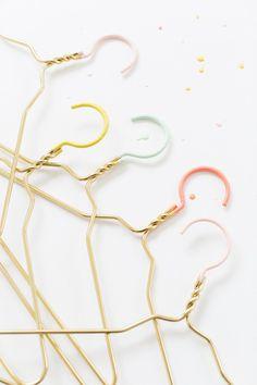 DIY color dipped clothes hangers | sugar & cloth