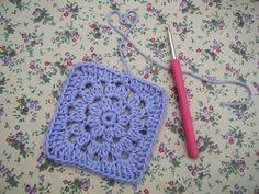 Betsy Makes ....: Pretty Flower Granny Square