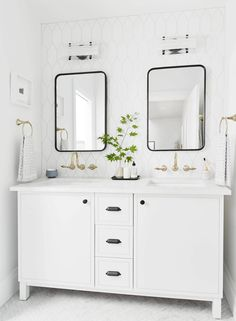 Our Go-To Cabinet Hardware Placement   60 Of Our Shoppable Favorites - Emily Henderson #hardware #kitchentrends #bathroomtrends #cabinethardware Bathroom Trends, Kitchen Trends, Budget Bathroom, Bathroom Ideas, Bathroom Remodeling, Bathroom Inspiration, Modern White Bathroom, Small Bathroom, Master Bathroom