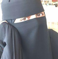 Arab Girls Hijab, Girl Hijab, Lovely Eyes, Cute Eyes, Alone Girl, Stylish Hijab, Niqab Fashion, Islam Women, Face Veil