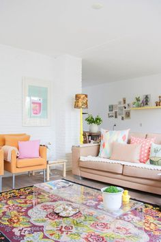If I lived in Florida I'd have a living room that used Old Miami style colors in a fresh way --LYC