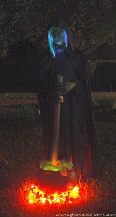 Oh wow this looks easy enough...DIY lifesize Halloween witch , could use the base for any Halloween creep or ghoul