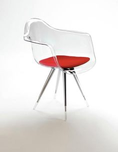 love this lucite chair!