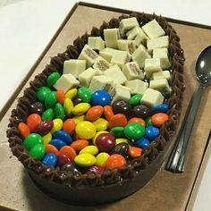 Vem aprender a lucrar na páscoa de uma maneira descomplicada - Clique no Pin Twix Chocolate, Chocolate Lovers, Cute Food, Yummy Food, Desserts Menu, Easter Recipes, Confectionery, Desert Recipes, Food Gifts