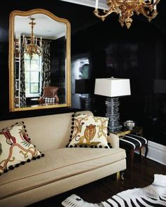 Trend Spotting: Dark walls in home decor, interior design, art, accessories, and decoration. How to mix and style dark walls in your own home. Design Salon, Deco Design, Design Design, Modern Design, Custom Design, Black Rooms, Black Walls, Living Room Designs, Living Room Decor