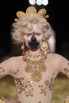 Vivienne Westwood – Fall/Winter 2011 2012 – All Golden