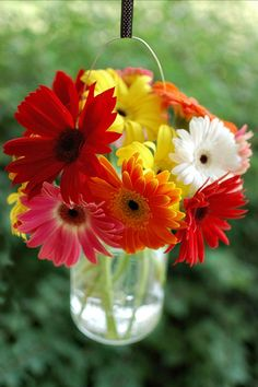 Love the idea of flowers in hanging mason jars. Love these...Definately doing it this summer :)