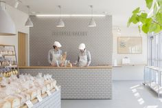 Style Bakery // Renovated Japanese bakery featuring tiled walls and oak shelving. Design Shop, Design Café, Store Design, Bakery Shop Design, Retail Interior, Cafe Interior, Bakery Interior Design, Japan Interior, Luxury Interior