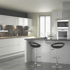 B&Q Appleby White, Kitchen Cabinet Doors & Fronts, Kitchens Kitchen Dinning Room, Kitchen Layout, New Kitchen, Kitchen Ideas, Kitchen Designs, White Gloss Kitchen, Gray And White Kitchen, Kitchen Cabinet Doors, Kitchen Cabinets