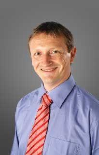 """Dr. rer. nat. Rolf Schätz leitet bei me-di-kom den Fachbereich Naturwissenschaften und ist für das Lehrprogramm """"Bewegungssystem"""" verantwortlich"""