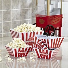 Pile popcorn high into the bright vintage bowl and gather around the campfire for some good stories, or snuggle down on the couch for movie night.   Our generously sized popcorn serving bowl comes with four smaller buckets, making it easy for sharing with family and friends.
