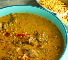 Rindfleischcurry aus dem Slowcooker - zimtkringel - about food Naan, Crockpot, Curry, Slow Cooker, Ethnic Recipes, Food, Flavored Rice, Frozen Peas, Beef