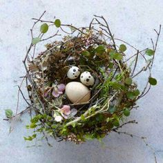 How to: Tabletop Twig Nest Perfect Easter Table Decor! Bird Crafts, Nature Crafts, Easter Crafts, Easter Ideas, Easter Decor, Easter Table, Easter Eggs, Diy Ostern, Happy Spring