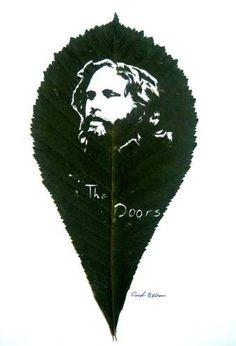 amazing leaf cutting art (© OMID ASADI)