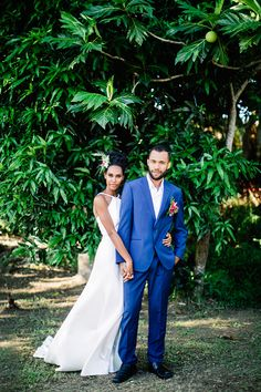 Bula Bride Fiji Wedding Blog // Colourful Fiji Wedding Inspiration Styled Shoot. Captured by Leezett Photography - Styled & Creative Direction by Kylie of Bula Bride