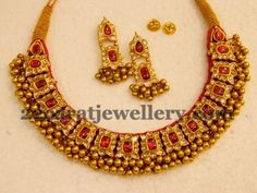 Very classy designer choker with kundan patterned design, Which is apt for grand occasions, 22 karat gold tussi necklace adorned with fl. Ruby Jewelry, Jewelry Model, India Jewelry, Temple Jewellery, Gold Jewellery, Kerala Jewellery, Jewellery Shops, Gold Bangles, Indian Wedding Jewelry