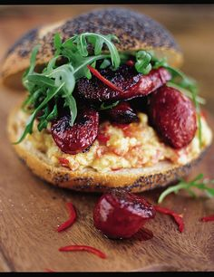 jamie oliver The best chorizo sandwich Jamie Oliver, Sandwich Recipes, Grilling Recipes, Pork Recipes, Sausage Recipes, Chickpea Patties, Tasty, Gastronomia, Recipes