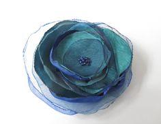 Anstecker - Blüten - Anstecker Brosche Satin-Organza-Blüte  petrol blau - ein Designerstück von soschoen bei DaWanda