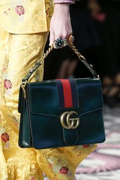 Gucci Spring 2016 Variados colores.. y de regreso a lo clásico de una cartera...