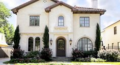 38 Awesome Spanish Style Exterior Paint Colors You Will Love - Page 37 of 40 Best Exterior Paint, Exterior Paint Colors For House, Paint Colors For Home, House Colors, Exterior Design, Paint Colours, Exterior Homes, Spanish Style Homes, Spanish House